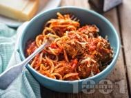 Спагети със замразени кюфтенца и доматен сос на фурна